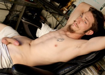 Hot Redneck Unloads